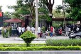 Dân Sầm Sơn kéo tới UBND tỉnh Thanh Hóa