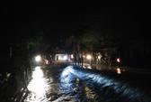 Nước lũ tràn đê sông Bưởi, khẩn cấp sơ tán dân