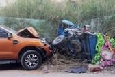 Ô tô bán tải lấn làn tông 2 người thương vong