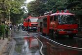 Tri hô tháo chạy khỏi đám cháy lớn quán cà phê