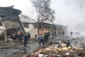 Cháy lớn tại công ty bánh kẹo, 3 người mắc kẹt
