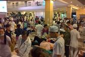 Cả trăm công nhân ngộ độc, nằm kín bệnh viện trong đêm