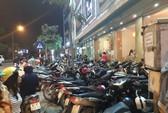 Quán bia, quán ăn tại Hà Nội đua nhau lấn chiếm vỉa hè