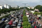 Hỗn loạn trên đường Phạm Văn Đồng