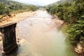 Sông trơ đáy, hồ thủy điện đầy nước