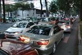 Khống chế lượng xe Uber, Grab