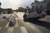 Ô tô chở 5 người một gia đình đi ăn giỗ, 2 mẹ con tử vong