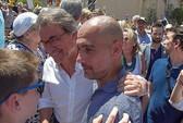 HLV Guardiola bị cảnh sát điều tra