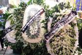 Những vòng hoa trắng tiễn đưa phóng viên Đinh Hữu Dư về đất mẹ