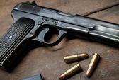 Dùng súng đe dọa ép ghi giấy vay nợ, cướp tài sản