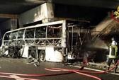 Xe buýt tông cột điện, ít nhất 16 học sinh tử vong