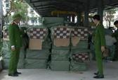 Bắt xe tải chở 1,3 tấn pháo hoa từ Bắc vào TP Hồ Chí Minh tiêu thụ