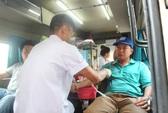 300 CNVC-LĐ hiến máu tình nguyện