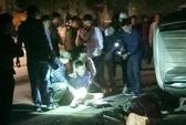 Cảnh sát truy đuổi, bắn thủng lốp ô tô chở 100 bánh heroin