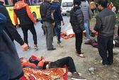 Xe khách từ Sa Pa về lao xuống vực 100 m, 23 người thương vong