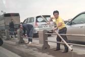 Triệu tập các tài xế tháo dải phân cách cầu Thanh Trì