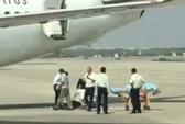 Trung Quốc: Tiếp viên rơi từ máy bay xuống đất