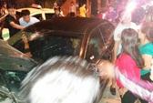 Cảnh sát gây tai nạn liên hoàn, cố thủ trong xe
