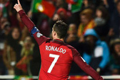 Ronaldo san bằng kỷ lục ghi bàn của Kiatisuk