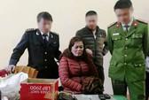 Cảnh sát biển bắt người phụ nữ
