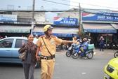 Xe ùn ùn về bến sau nghỉ lễ, CSGT dẫn người dân qua đường