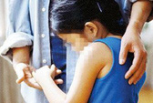 Bắt người cha và ông nội hiếp dâm bé gái 11 tuổi