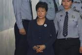 Bà Park Geun-hye bị còng tay hầu tòa,
