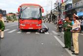 Vượt đèn đỏ, xe buýt tông xe máy, 2 người thương vong