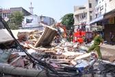 Sập nhà 3 tầng, một cụ ông tử vong và nhiều người bị vùi lấp