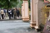 Dân kéo lên trụ sở huyện kêu cứu vì côn đồ quá lộng hành