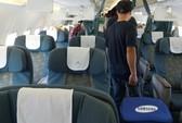 Công chức và kỹ sư xây dựng đánh nhau trên máy bay