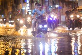 Không mưa, triều cường vẫn gây ngập tại TP HCM