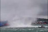 Vòi rồng hung tợn nhấn chìm tàu cá ở Phú Quốc