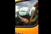 Kinh hãi tài xế dùng chân lái xe đầu kéo trên cầu Phú Mỹ