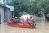 Bão tan, lũ kéo về bao vây TP Quy Nhơn chìm trong biển nước