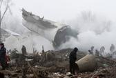 Máy bay rơi xuống làng làm chết hàng chục người