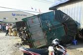 Đứng mua tạp hóa, một phụ nữ bị xe tải đè chết oan