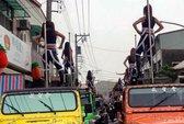 50 vũ công múa cột tháp tùng đám tang cựu quan Đài Loan