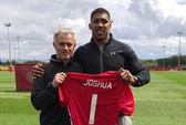 Võ sĩ Joshua bất ngờ thăm M.U trước đại chiến Tottenham