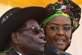 Đệ nhất phu nhân Zimbabwe đánh người mẫu bằng dây điện