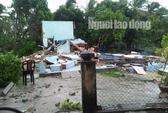 Quảng Nam: Lốc xoáy cực mạnh kéo sập nhà, nhiều người nguy kịch