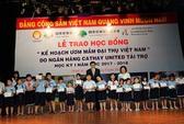 980 suất học bổng trao chohọc sinh nghèo, hiếu học