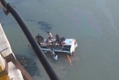 Thiếu niên lái xe buýt lao xuống sông, 33 người thiệt mạng