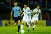 Messi tịt ngòi, Argentina vẫn khốn khó