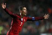 """Ronaldo lập """"cú đúp"""" trước Hungary. Bulgaria lại ám Hà Lan"""