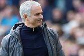 Mourinho giải thích lý do M.U đá với 4 trung vệ