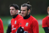 "Roy Keane chỉ đạo học trò ""triệt"" Gareth Bale"
