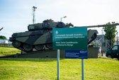 Đạn nổ trong xe tăng, 4 binh sĩ Anh thương vong