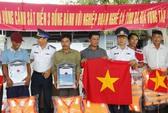 Cảnh sát biển giúp ngư dân ứng phó sự cố trên biển