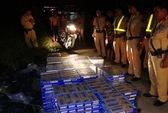 CSGT truy đuổi nghẹt thở xe chở hàng cấm trong đêm